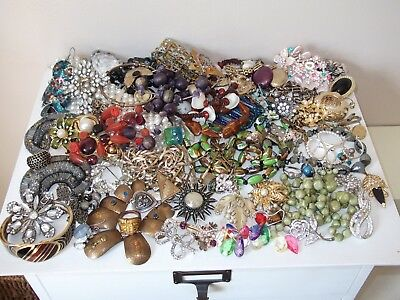 Interesting Large Lot of Mainly Vintage Jewellery - Spares / Repair / Crafts