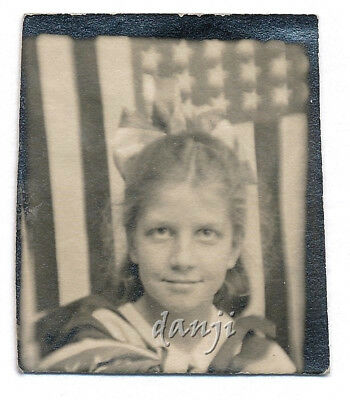 Girl in US FLAG HAIR BOW+CAPE w US FLAG backdrop* PATRIOTIC old PHOTOBOOTH Photo