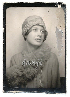 FASHION FLAPPER Girl~FEATHER BOA+PEARL NECKLACE+CLOCHE HAT* old PHOTOBOOTH Photo