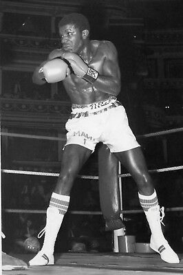 CLINTON McKENZIE  BOXING  original 8x5ins press photo 3rd Nov 1982