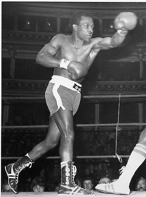 MAURICE HOPE   BOXING  original 8x6ins press photo 2nd May 1978