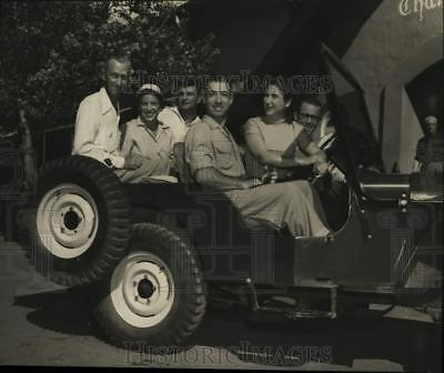1952 Press Photo Guests leaving Sun Valley to scenic Boulder Basin. - nox42836