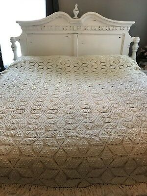 VINTAGE HAND MADE Star CROCHETED IVORY BED COVERLET BEDSPREAD 88x102""