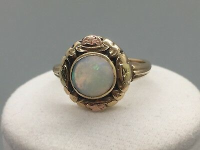 Beautiful Antique 14K Yellow Gold and Fire Opal Ring in a Size 6.75
