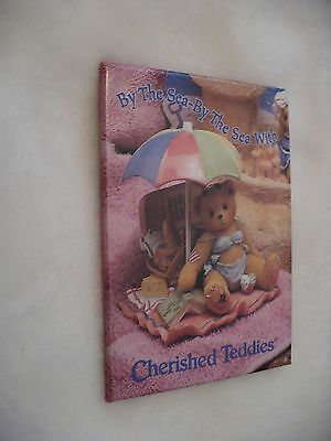 Vv- BY THE SEA-THE SEA WITH CHERISHED TEDDIES PIN BADGE #48789 (mint condition!)