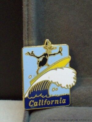 Vintage Daffy Duck Surfing Pin WB Warner Brothers Looney Tunes 1987 California