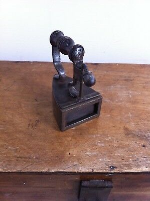 LOVELY SMALL 19th CENTURY No 5 A.KENRICK & SONS WOOD & STEEL BOX IRON 3.5 inches