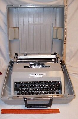 OLIVETTI STUDIO 45 PORTABLE MANUAL TYPEWRITER WITH CASE NICE! 1960s