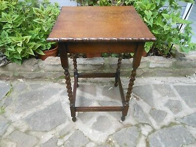 Nice Solid English Oak Barley Twist Lamp Side, End Bedside Table from England