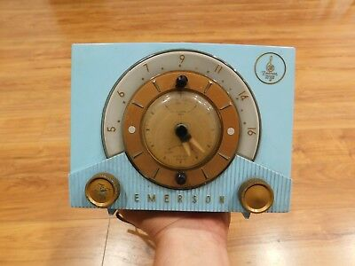 VINTAGE 1950s EMERSON NEAR MINT SOLID BLUE ANTIQUE ATOMIC OLD CLOCK & TUBE RADIO