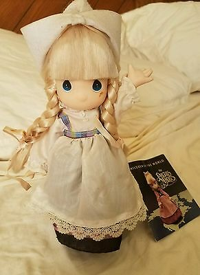 precious moments children of the world Dutch girl KARI October 1990 doll stand