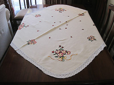 Lovely Vintage Hand Embroidered Deep Red Roses Linen Tablecloth