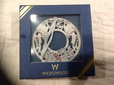 Mint Condition Wedgwood 1999 Annual Wreath in Box NOEL Blue Silver Berry