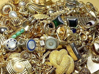 831g. LOT OF UNTESTED GOLD PLATE/FILLED/GOLD-TONE JEWELRY FOR SCRAP/PARTS (MP16)