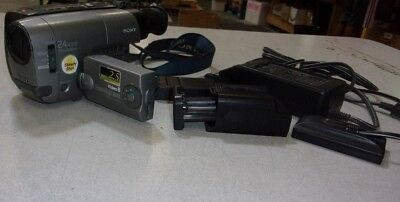 Sony Video8 CCD-TRV21 Handycam Video Camera w/AC Adapter/Battery/INCOMPLETE