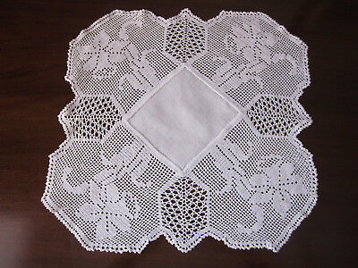 Vintage Pure White Filet Crochet Lace And Linen Daffodils Doiley