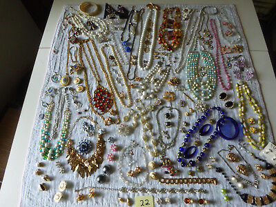 Enormous LOT of mixed Vintage and Retro Jewelry - j22