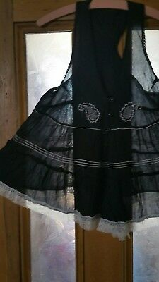 Super floaty black and white lace edged cotton top in size 8.  Will fit up to 12