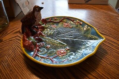 Majolica Style Porcelain Center Piece Serving Dish With Robin Bird Great Detail
