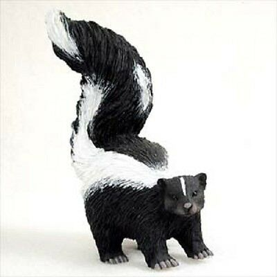 SKUNK FIGURINE animal HAND PAINTED Resin Statue COLLECTIBLE New Wildlife Pet