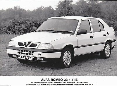 Alfa Romeo 33 1.7 I.E Original Press Photograph 1990
