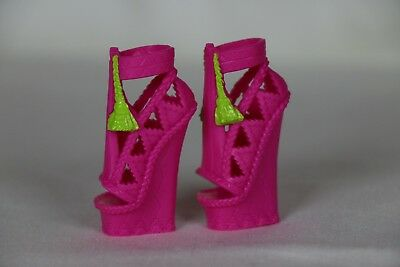 monster high monster exchange marisol coxi replacement pair of shoes