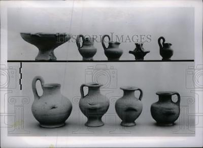1954 Press Photo Examples Of Greek Pottery Excavated - RRU20019