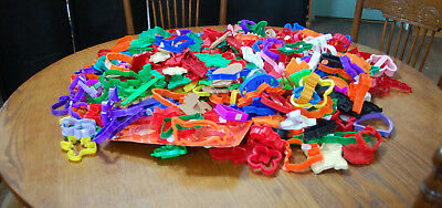 380 plus plastic vintage cookie cutters, tupperware, wilton and others LOOK!