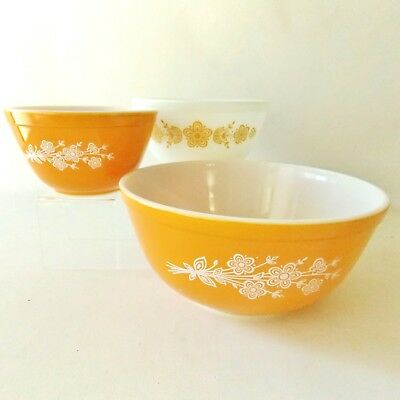 Set Of Three Butterfly Gold Pyrex Mixing Bowls Cinderella Bowls Pyrex Glassware