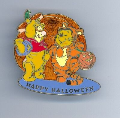 Disney Japan Mall Halloween Winnie the Pooh & Tigger Trick or Treating LE250 Pin