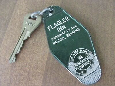 Set of 5 Vintage Collectible Hotel Motel Inn Lodge Keys Plus Plastic Markers