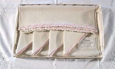 Vintage linen placemats (4) napkins (4), embroidered unused in original gift box