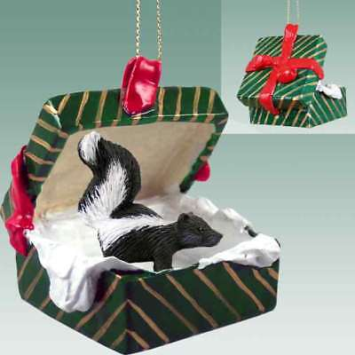 SKUNK Christmas GREEN GIFT BOX Ornament HAND PAINTED resin FIGURINE Animal NEW