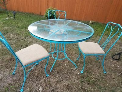 HELP SAVE RESCUE DOGS❤️Vintage iron patio set Pick up Fort Worth Texas 76131