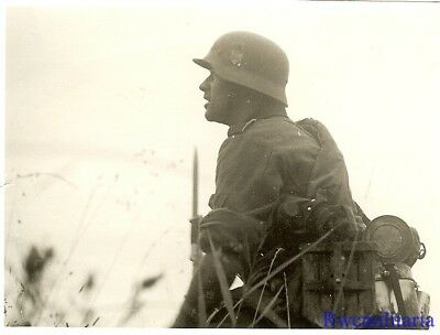 Port. Photo: ACTION! Wehrmacht Combat Rifleman Pausing to Spot Enemy; Russia!!!