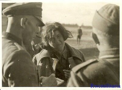 Port. Photo: RARE Wehrmacht Officers Question Captured Female Russian POW!!!
