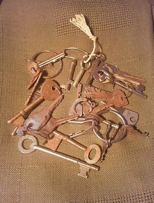 Job lot of vintage & modern keys shed find locks clocks watches collectable