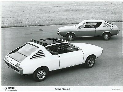 Renault 17 G car with Sunroof 1975 Original Press Photograph