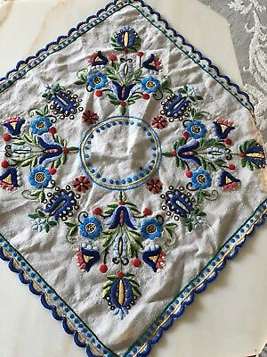 Stunning Vintage Arts & Crafts Hand Embroidered Linen Tablecloth Topper