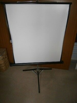 FOCUS PROJECTION SCREEN 100cms X 100cms