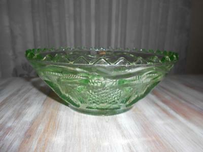 Vintage 1930's Crown Crystal Green DEPRESSION GLASS BOWL  '400' Series GRAPES