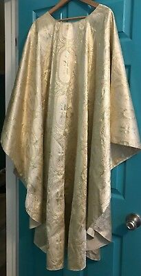 Beautiful Vintage Catholic Priests Ivory & Gold Brocade Chasuble