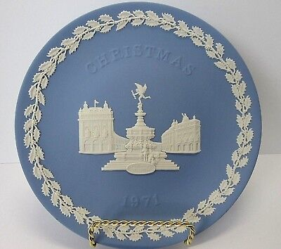 1971 WEDGWOOD Christmas Plate ~ Jasperware ~ PICCADILLY CIRCUS ~ Free shipping!
