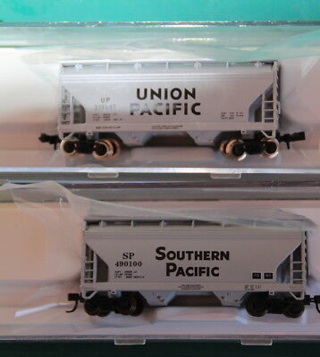 Two Atlas ACF 2 Bay centreflow hoppers 1 Union Pacific 1 Southern Pacific