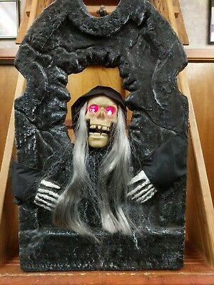 Gemmy Halloween 2004 Animated Singing & Dancing Talking Tombstone Skeleton (GUC)