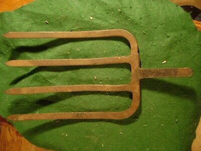 Antique Rusty 4 Wide Tine Prong PITCH FORK HEAD Farm vintage Potato fork