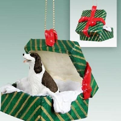 SPRINGER Christmas GREEN GIFT BOX Ornament HAND PAINTED FIGURINE liver brown Dog