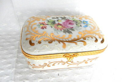 Box Box Porcelain Relief Painted Hand Crimped Gilding Louis Xv Style