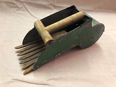 Unique Antique Primitive Hand Made Blueberry Cranberry Berry Picker Rake Scoop
