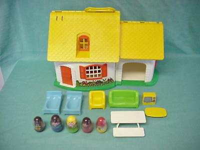 HASBRO Weebles COTTAGE-HOUSE+BEDS+SOFA+CHAIR+TV+COFFEE&PICNIC TABLE+DOG+PEOPLE